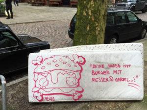 """""""Deine Mudda ist Burger mit Messer und Gabel"""""""